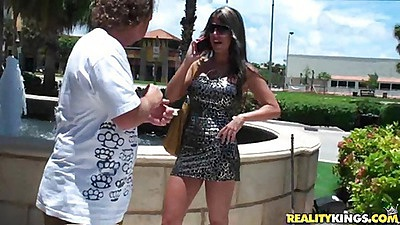 Milf hunter Randi a sexy Texas freak on vacation