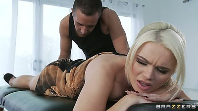 Blonde Alexis Ford comes in for a wet and juicy oil massage
