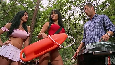 Rebeca Linares and Alektra Blue team up on cock in outdoor group sex