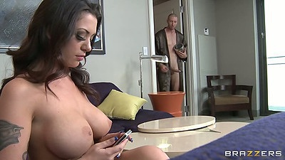 Big tits Melina Mason gets a guy come into her bedroom